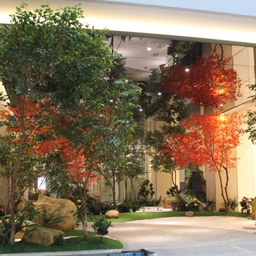 Artificial landscape tree no maintenance or watering needed,lifespan for 6 yrs.